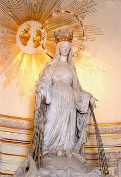 La Virgen sobre el altar mayor de Rue du Vac